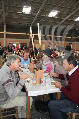 Communal lunch on festa in Craveiro